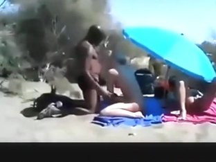 Cuckold spitroasting threesome in the dunes, while male spectator are jerking off.