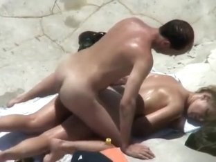 Voyeur catches beach sex