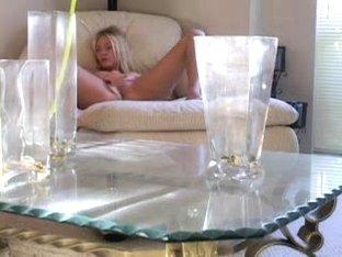Cam masturbation vid with a blonde jilling off
