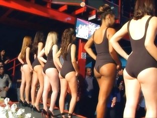 Beautiful swimsuit girls !
