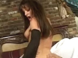 Lascivious hottie likes engulfing dick & ass-banging