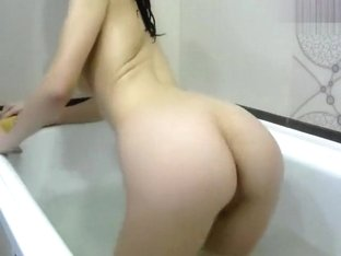 LinaPav in the bath