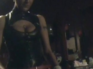 Dominatrix-Bitch belt-on copulates transvestite
