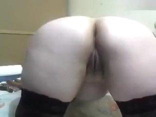 Sexolgunia fucks her ass