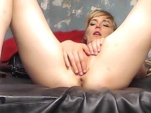 Amateur hands free close-up blowjob