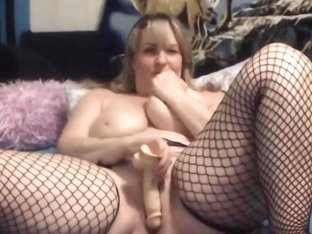 Canadian curvy housewife with amazing fat squirting pussy