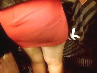 Beurette mini robe qui serre son cul