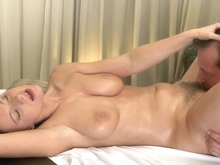 Mom xxx: Brunette has the massage of her life