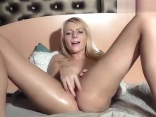 AngeelLily fingering her wet pussy