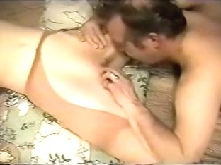 Non-Professional honey fingered and oral job-service on bed