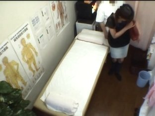 The hidden voyeur cam shoots masseur examining pussy