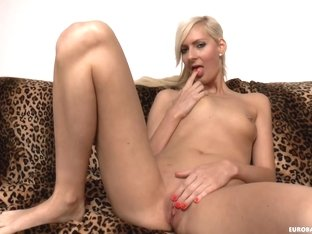 Slim blonde lady Lenny Elleny sucks a dick