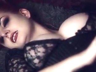 Голая брюнетка Alma Dragon порно фото бесплатно