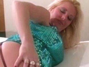 Erin the uptown escort - nylons & heel tease