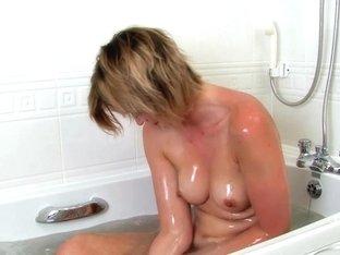 ATKhairy: Leanne Smith - Bathing Movie