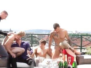 Bi curious dudes sucking cock