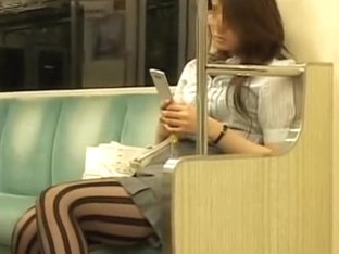Candid upskirt knees shot in the underground carriage