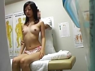 Asian gets deep vaginal massage and orgasm on spy cam