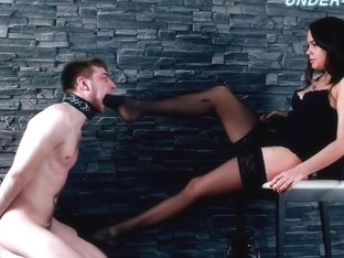 Under-Feet Video: Mistress Nicole
