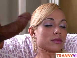 Sexy blonde tranny has it all