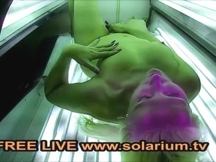 Solarium Blonde Milf fingers herself in the Public Voyeur solarium.tv