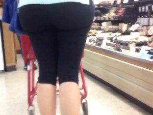 Yoga pants-Huge mature milf ass