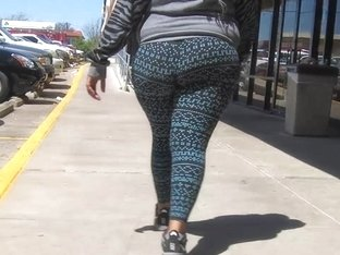 Big fat jiggly juicy booty in yoga pants