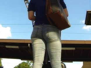 Candid - Nice Ass In Jeans At Train Station