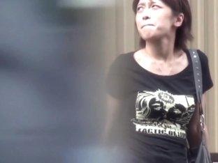 Asian ho pissing street