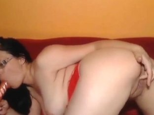 Big Tits Babe Plays her Pussy