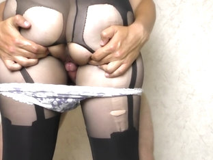 Cumming in my panties and pull them up