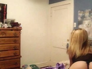 Hot amateur blonde has some pretty moves to impress with