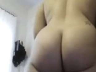 Very Hot Housewife bare