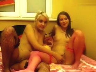 WildNSweet: two lesbians in bed