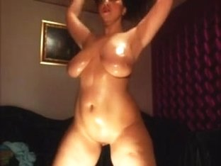 Oiled up bulky mature i'd like to fuck