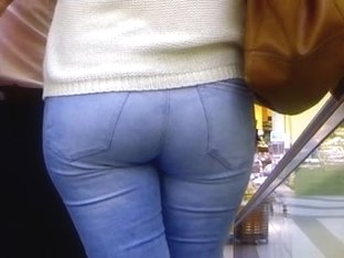 Candid - Great Babe Ass In Tight Jeans