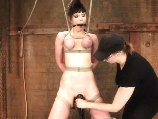 Jade Aspen & Nerine Get Introduced to HogTied