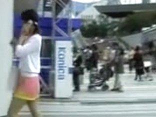 Skirt sharking in action exposed her cute pink panties