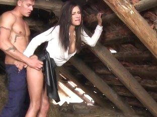 Kinky skank gets peed on