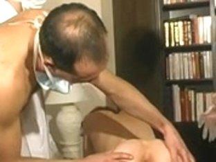 Consultation gyneco extreme pour une maman a lunettes