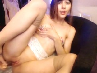 MissAlice_94: She gets wet enough to drip down her leg