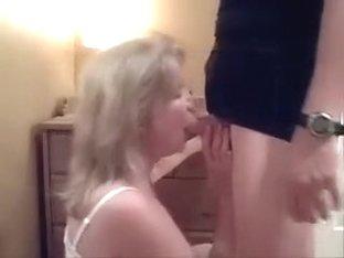 busty amateur mature slut is giving me nice head