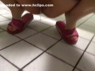 Schwimmbad - Pissen auf dem Boden in WC