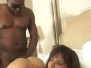 MILF KNOWS HOW TO NEGOTIATE!!!