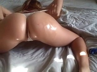 Shaking my arse in kinky porn video