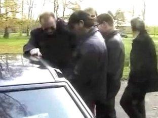 Bourgeoise francaise suce des hommes sur parking
