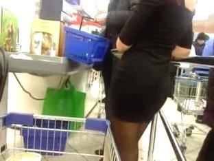 Sexy butt in store, ass, skirt, flasher