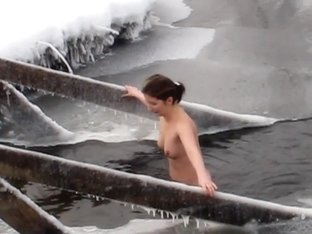 Bathing naked in 30 Celsius degrees of frost