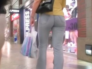 Mature ass showing off at shopping on street cam