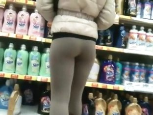 Babe in tights filmed when she bent over